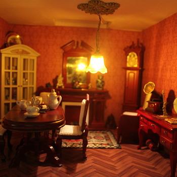 Vintage Dollhouse Update - Dolls