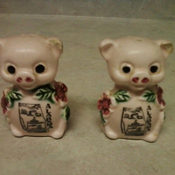 PINK PIG SALT/PEPPER SHAKERS - Animals