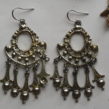 Interesting earrings  - help needed - Costume Jewelry