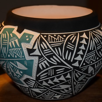 Large Signed Acoma Bowl - with incised, two-color design - Pottery