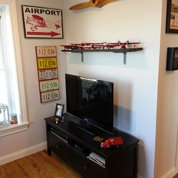 Home Office With Aviation Collectibles - Advertising