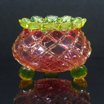 English Strourbridge? Vaseline and Cranberry Footed Rose Bowl - Art Glass