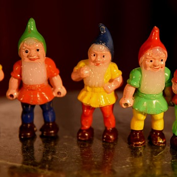 5 Little Solid Plastic Gnomes - Dolls
