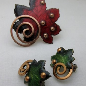 Leaf copper enamel pin and earrings  from Matisse