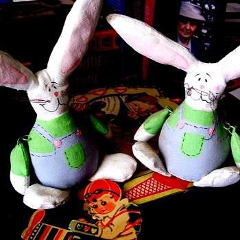 FUNNY BUNNIES WITH JOINTED ARMS THAT WIGGLE-JIGGLE.