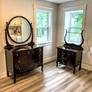 Sweet set - would love to know the age - Furniture