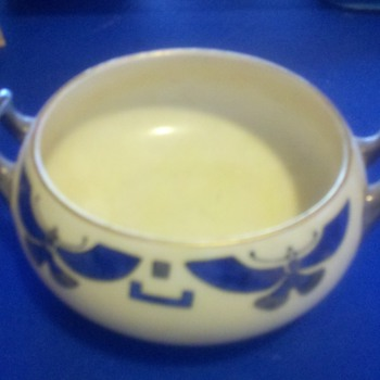 porcelen bowel .egyption patern - China and Dinnerware