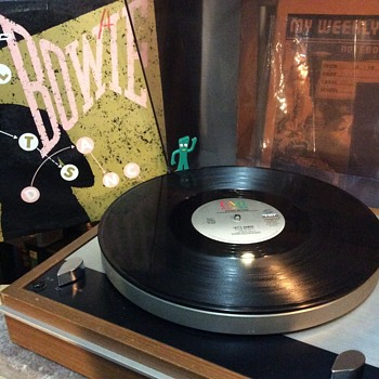 How many groves does a vinyl record have ,,One  continual groove to the end ! - Records