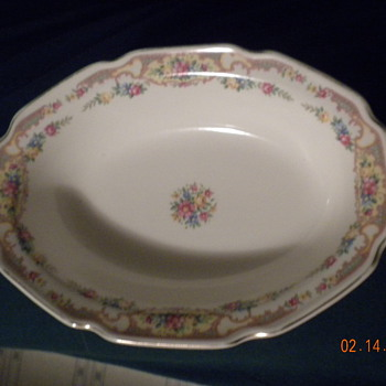 Oval bowl with painted flowers - Kitchen