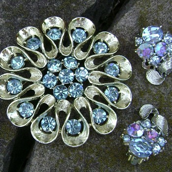Lisner Earrings  - Costume Jewelry
