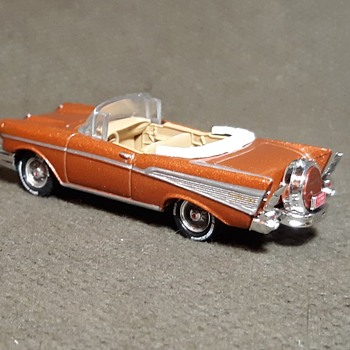 Johnny Lightning 1957 Chevrolet Belair Convertible 50th Anniversary Edition 1/64 - Classic Cars