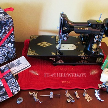Singer 222 Egyptian Scroll Featherweight -- Arlene - Sewing