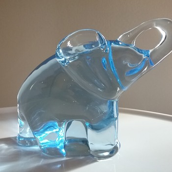 Reijmyre Glass elephant  - Animals