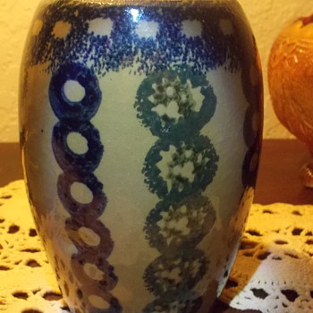 Bought at an estate sale approximately 5 yrs. ago. Is it considered sponge ware? - Pottery
