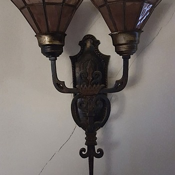 4 Wall Sconces - Lamps