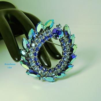 Sarah Coventry Brooch - Hostess Award - Costume Jewelry
