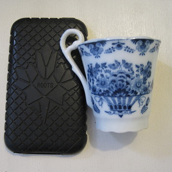 Diminutive blue and white cup with distinctive handle - China and Dinnerware