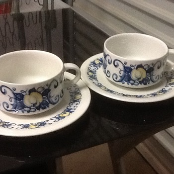Villeroy and boch cups and saucers  - China and Dinnerware