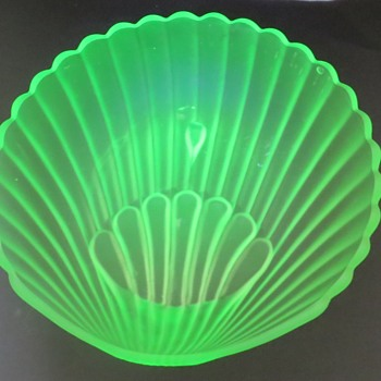 Walther and Sohn Uranium Glass Shell Bowl - Glassware