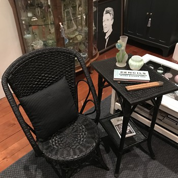 Late Victorian cane & seagrass chair & table with still life, portrait, etc... - Furniture
