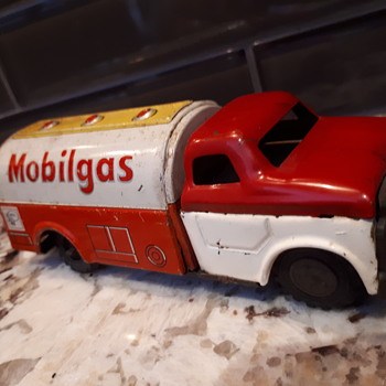 1950's Mobil oil Japan truck - Model Cars