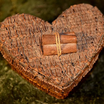Wonderfully fragrant Heart Box made of cloves. - Advertising