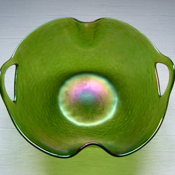 Art Nouveau Kralik Bowl with 'Punched' Handles - Art Glass