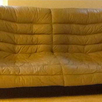 What is this sofa ? - Furniture