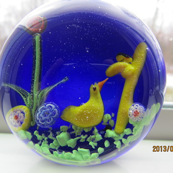 Paperweight with blue background and yellow duck . - Art Glass