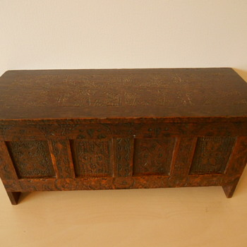 Mystery Pyrography Jacobean? Panelled Coffer Box - Lion's Head Mystery - Furniture