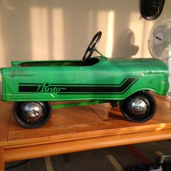 pinto pedal car - Toys
