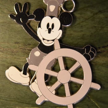 Giant Keychain? - Disney Captain Mickey Mouse Keychain - Advertising
