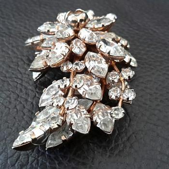 Australian Donald Simpson JewelCrest Brooch - Costume Jewelry