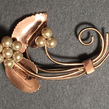 Vintage copper brooch; leaves and faux pearls - Costume Jewelry