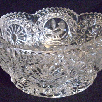 I cant find any info on this bowl help! - Glassware