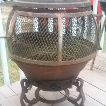 Cast iron pot belly stove