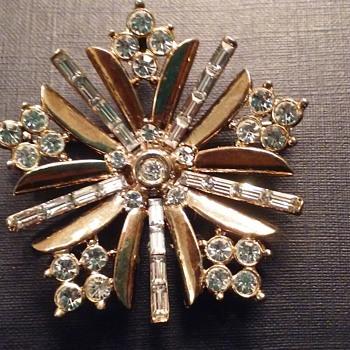 Vintage Trifari snowflake brooch - Costume Jewelry
