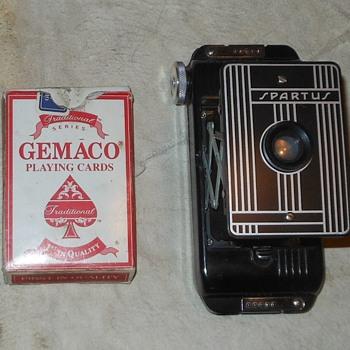 Spartus Folding Camera Model 5-500 - Cameras
