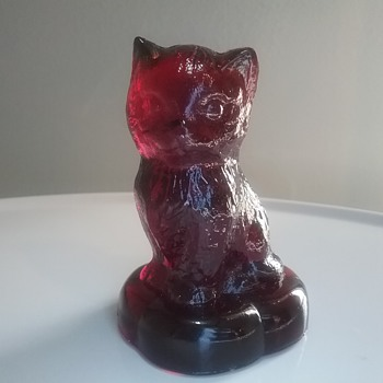 Boyd Glass kitten on a pillow  - Art Glass