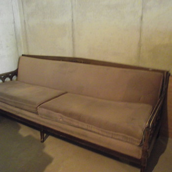 Sofa needs restoration need to know what type of sofa it is.............help