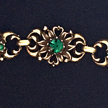 "My mother's ""emerald"" Coro bracelet - Costume Jewelry"