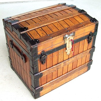 Excelsior 1868 Patent trunk, Oak Slat - Furniture