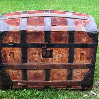 1873-75 (Transitional Period)  Leather Barrel Stave Trunk - Furniture