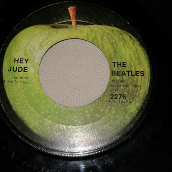 "THE BEATLES 45 RPM ""HEY JUDE"" / ""REVOLUTION"" [2276] - Records"
