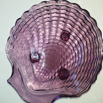 Viking seashell footed bowl - Art Glass