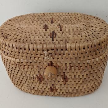 Smallish Covered Basket w/Wood Knob Closure---Origin? - Furniture
