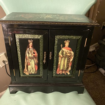 Odd cabinet with no known history. Can someone solve this mystery? - Furniture