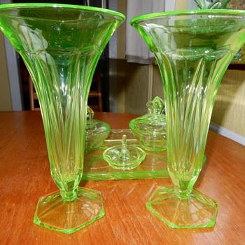Ankerglas Bernsdorf Halle Uranium Vases. - Art Deco