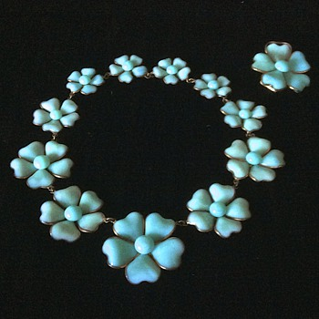 1932 Maison Gripoix for Chanel Haute Couture pate de verre camellia necklace set - Costume Jewelry