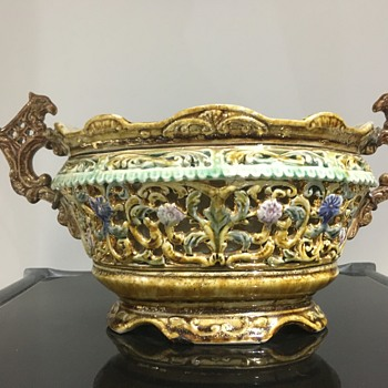 A beautiful 18th-19th century delicate ceramic floral bowl  - China and Dinnerware